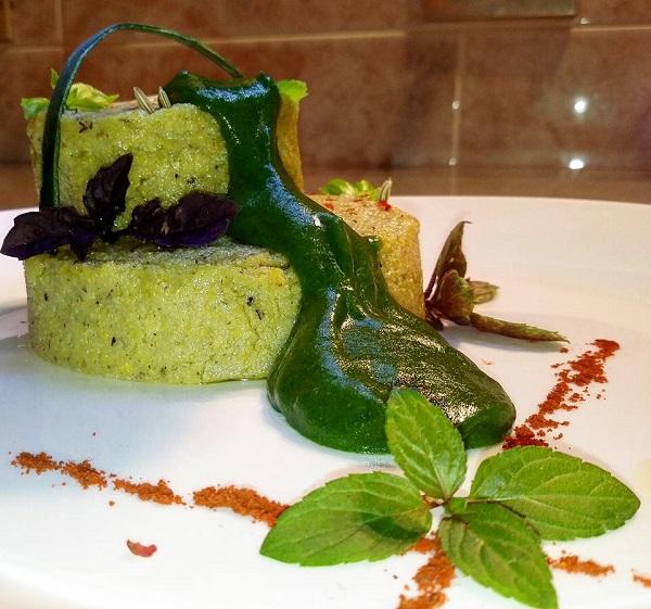 Polentina di Mais e Grano Saraceno al Pesto di Semi e Basilico Accompagnata da Crema di Spinaci
