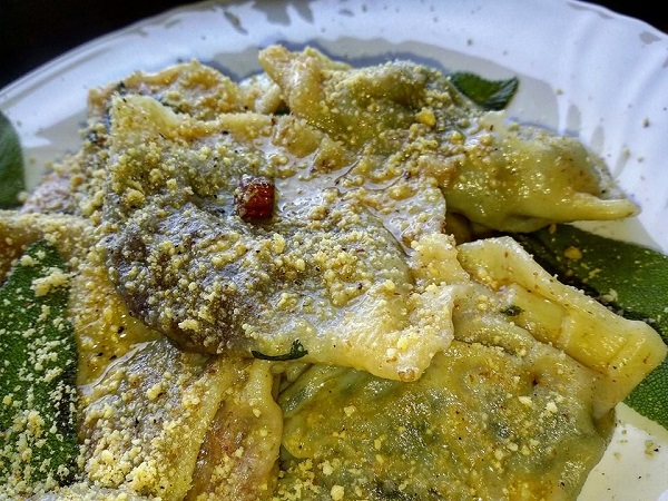 Ravioli Vegani Gourmet Freschi Saltati in Olio di Cocco e Salvia Fresca