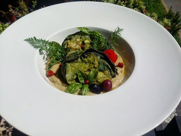 Roll di Borragine Ripieno con Pesto al Prezzemolo e Verdure