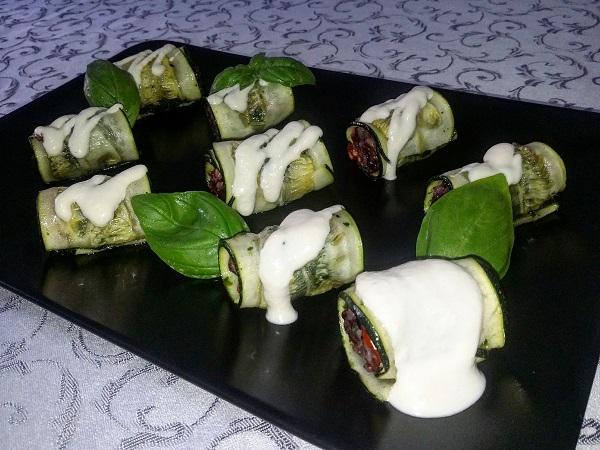 Roll di Zucchine con Salsa di Anacardi al Limone Ripieni di Trio di Risi