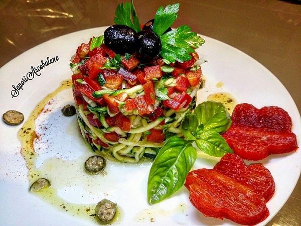 Torretta di Spaghetti di Zucchina e Rapone con Dadolata di Peperoni
